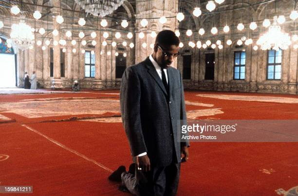 Denzel Washington in the title role of Spike Lee's biopic of the AfricanAmerican activist 'Malcolm X' 1992 The scene was filmed at the Mosque of...