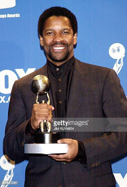 Denzel Washington poses with the trophy he garnered for outstanding actor in a motion picture for his portrayal of Ruben Hurricane Carter at the 31st...