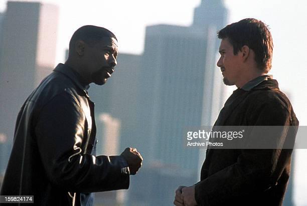 Denzel Washington talks to Ethan Hawke in a scene from the film 'Training Day', 2001.