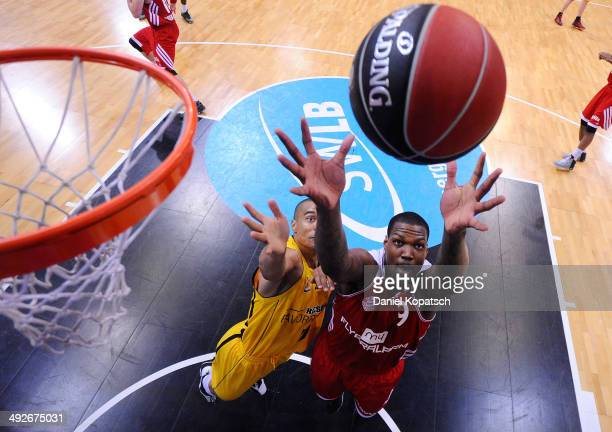 Deon Thompson of Muenchen is challenged by Shawn Huff of Ludwigsburg during the Beko BBL Playoffs semifinal match between MHP RIESEN Ludwigsburg and...