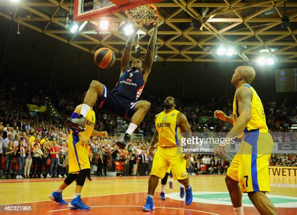 Deon Thompson of Munich dunks a ball during the Turkish Airlines Euroleague Top 16 Round 13 Group F basketball match between FC Bayern Muenchen and...