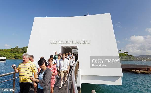 departing uss arizona memorial, pearl harbor, hawaii - uss_arizona stock pictures, royalty-free photos & images