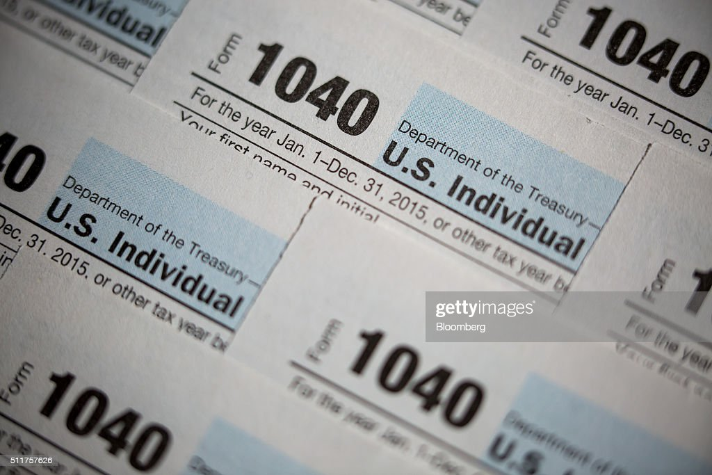 1040 Forms And Turbotax Application Illustrations Ahead Of 2015 Tax