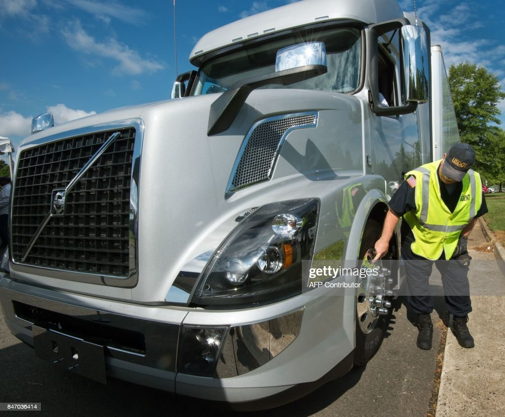 US-TRANSPORT-INSPECTIONS : News Photo