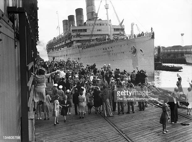 Departure of the Cunard liner Aquitania with 4000 passengers from Woolloomooloo Sydney 10 December 1945