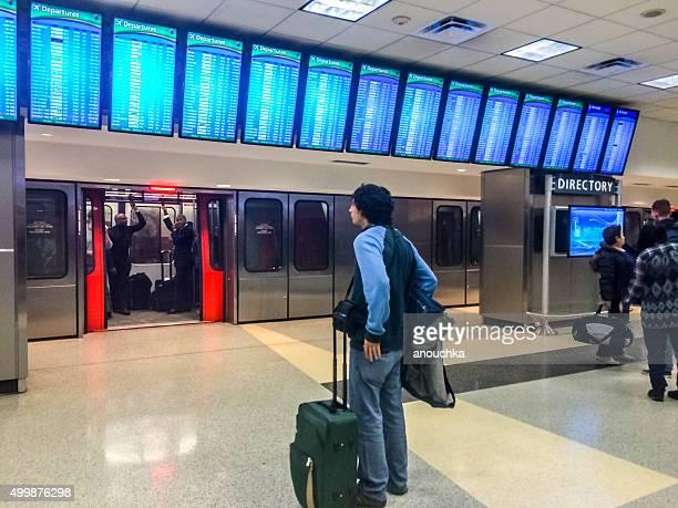 departures board at atlanta airport, usa - hartsfield jackson atlanta international airport stock pictures, royalty-free photos & images