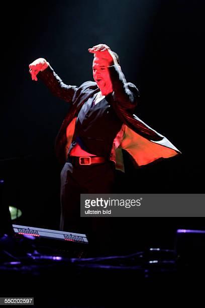Depeche Mode Delta MachineTour Depeche Mode bestehen aus vl Martin Gore Dave Gahan und Andrew Fletcher EspritArena Düsseldorf