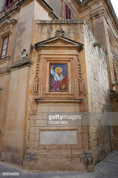 depiction of st. paul in the old town - san paolo apostolo foto e immagini stock