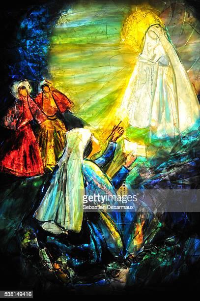 depiction of the third marian apparition of our lady of lourdes to bernadette soubirous in the french city of lourdes. the thrid apparition occured on thursday 18th february 1858. - bernadette soubirous fotografías e imágenes de stock