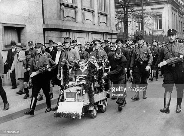Deployment of the SA to the 45th Adolf Hitler's birthday in front of the Chancellery In the middle of a small boy in a homemade car with the presents...
