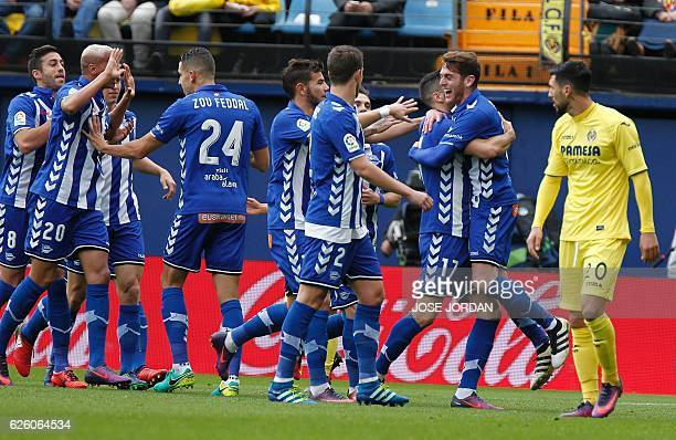 Deportivo Alaves' forward Ibai Gomez celebrates after scoring with teammates during the Spanish league football match Villarreal CF vs Deportivo...
