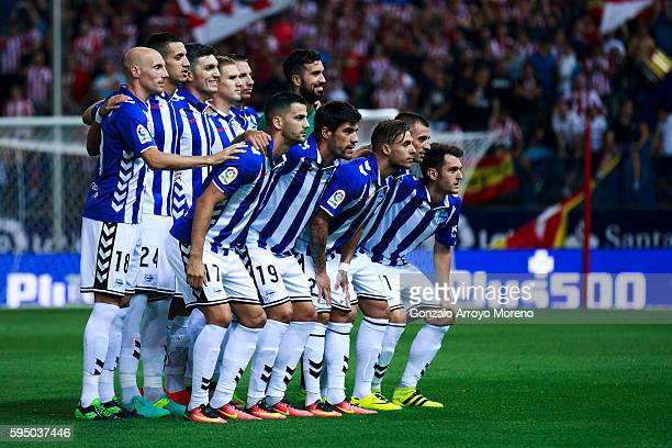 Deportivo Alaves players line up prior to start the La Liga match between Club Atletico de Madrid and Deportivo Alaves at Vicente Calderon stadium on...