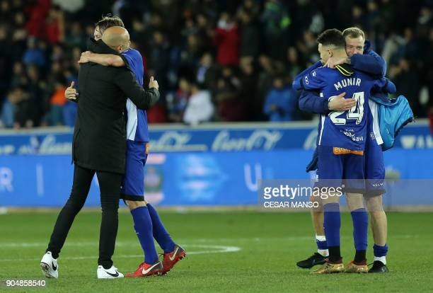 Deportivo Alaves' Spanish coach Abelardo and his players celebrate their win at the end of the Spanish league football match between Deportivo Alaves...