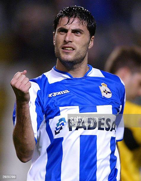 Deportivo Coruna's forward Diego Tristan celebrates after scoring against Sevilla during their Liga match at the Riazor stadium in Coruna, 01...