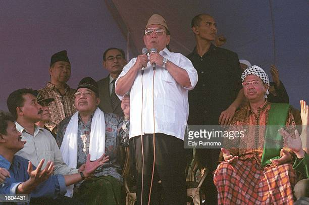 Deposed Indonesian President Abdurrahman Wahid gives a speech to his supporters after leaving the presidential palace July 26 2001 in Jakarta...