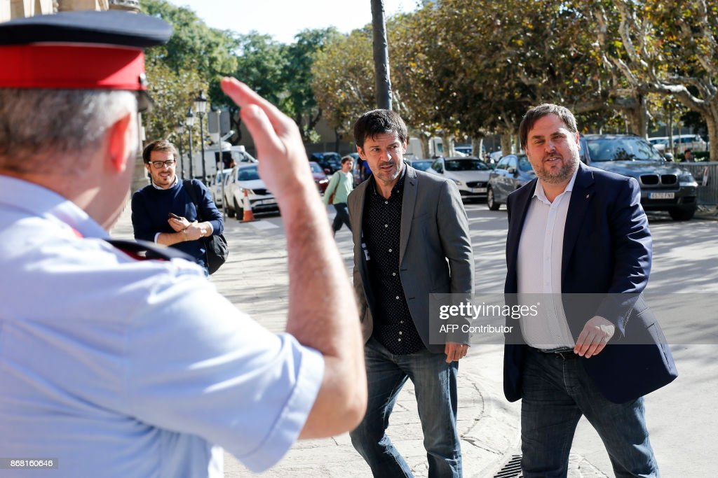 Deposed vice president of the Catalan government Oriol Junqueras (R) arrives at the Catalan regional parliament in Barcelona on October 30, 2017. The Republican Left of Catalonia (ERC) party of Puigdemont's equally deposed vice-president Oriol Junqueras said it would 'participate' in some fashion in the December 21 regional election despite judging the poll 'illegitimate' having been called by Madrid. BARRENA