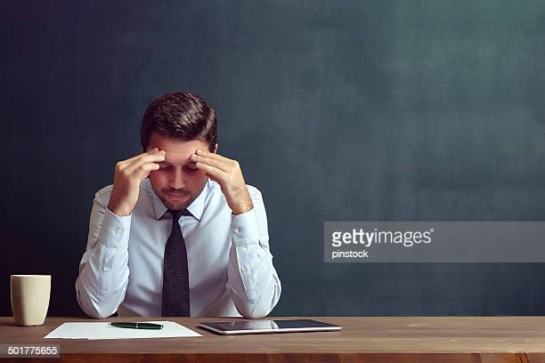 depressed businessman - ongerust stockfoto's en -beelden