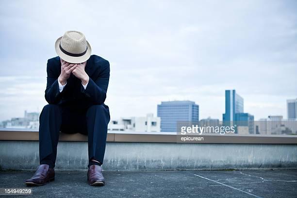 日本のビジネスマンを押すの屋根