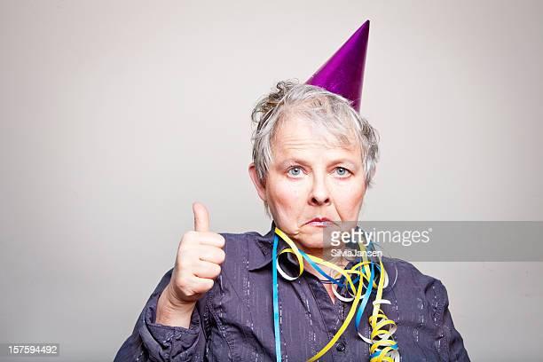 Vieillard déprimé Femme âgée faisant thumbs up