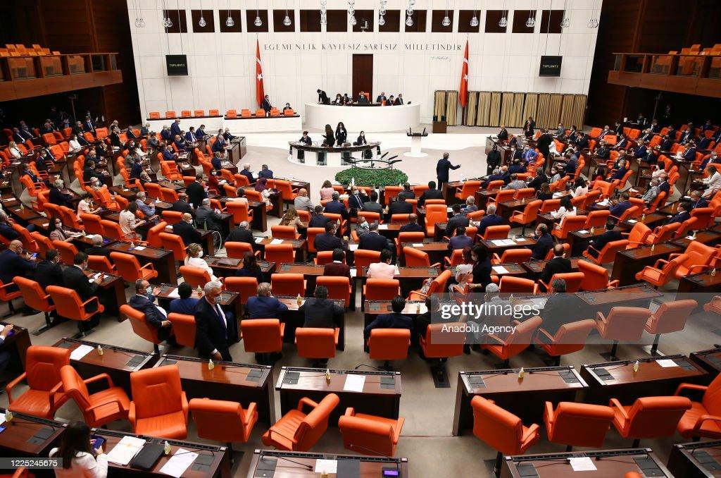 Turkey's parliament elects new speaker : Nieuwsfoto's