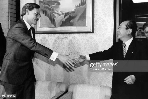 US Deputy Secretary of State Robert Zoellick and Japanese Prime Minister Kiichi Miyazawa shake hands prior to their meeting at the prime minister's...