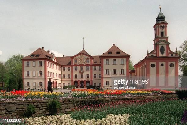 """Der 250 Jahre alte """"Neubau"""" des Barockschlosses auf der Blumeninsel Mainau im Bodensee zieht jährlich 1,8 Millionen Touristen an . Nicht nur im..."""