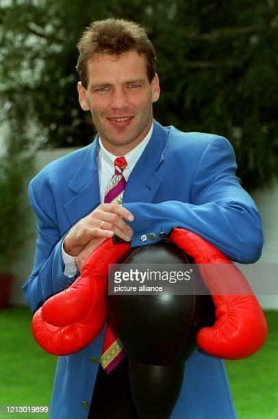 Der 30jährige deutsche ProfiBoxWeltmeister Henry Maske verteidigte am in der ausverkauften Dortmunder Westfalenhalle vor 13000 begeisterten...