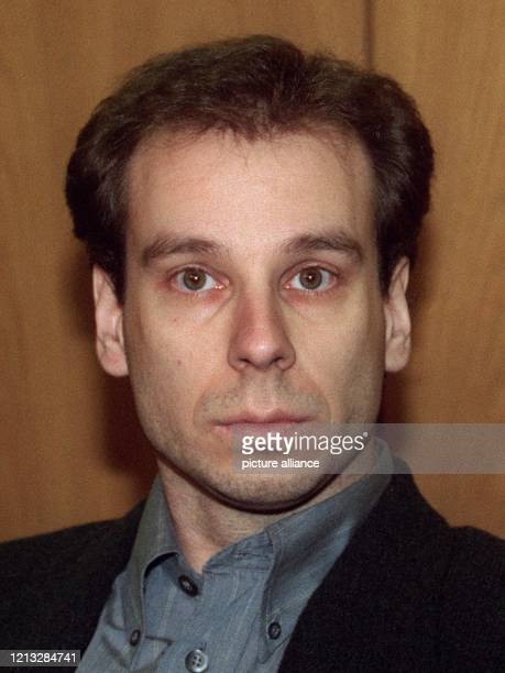 Der 32jährige Thomas Breuer am 4121996 im Amtsgericht in Iserlohn Der Geschäftsmann steht wegen mehrfachen sexuellen Mißbrauchs eines neunjährigen...