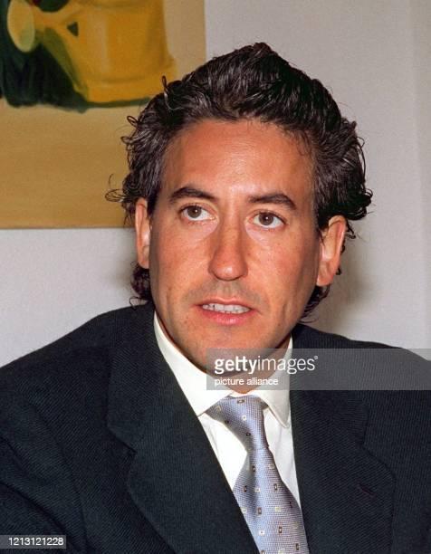Der adelige spanische Jet-Skifahrer Alvaro de Marichalar y Saenz de Tejada berichtet am 27.1.2000 in Hannover, dass er in diesem Jahr den...