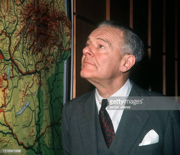 Der amerikanische Botschafter in Bonn , Henry Cabot Lodge. Nach einer journalistischen Karriere - 1930 interviewte er Mussolini - wurde er 1937 zum...