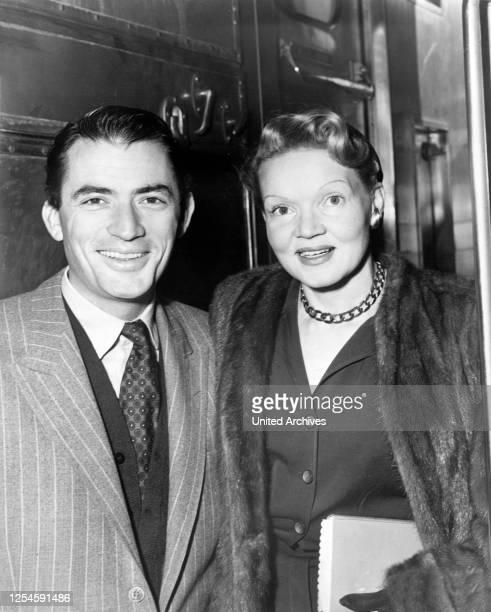 Der amerikanische Schauspieler Gregory Peck und seine Frau Greta, 1955.