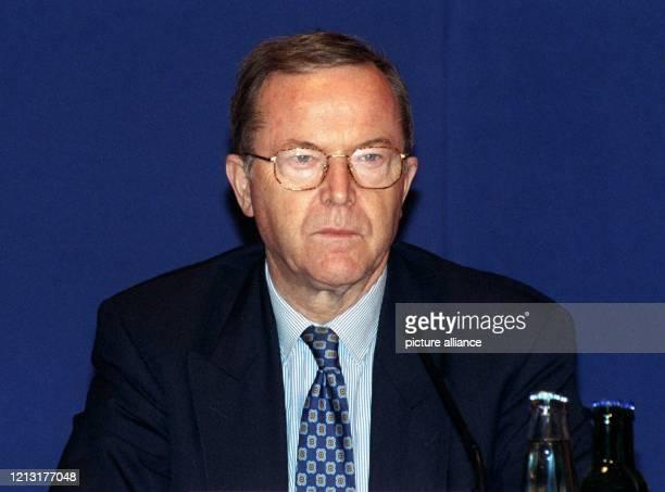 Der belgische Politiker Wilfried Martens Vorsitzender der Europäischen Volkspartei und früherer Premierminister Belgiens aufgenommen am 261999 in Bonn