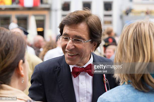 Der belgische Premierminister und Ober Bürgermeister von Mons Elio Di Rupo auf dem Stadtfest Ducasse in Mons