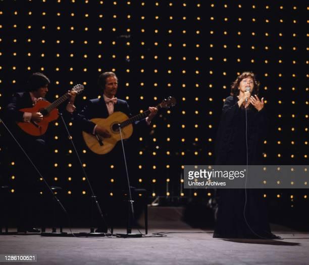 Der berühmte portugiesische Fado-Sänger AMALIA RODRIGUES , auf der Bühne 1979.