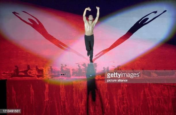 Der berühmte spanische FlamencoTänzer Joaquin Cortes am 2181999 bei seinem Auftritt bei der Eröffnungsfeier der VII LeichtathletikWeltmeisterschaft...