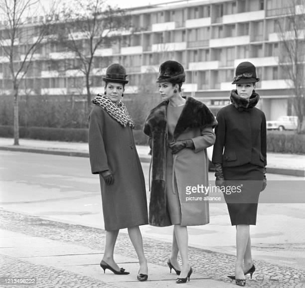 """Der Berliner Modeschöpfer Heinz Ostergaard kennzeichnete seine Kollektion für Herbst und Winter 1963/64 als """"Soft-Look"""". Die Konturen sind flüssig,..."""