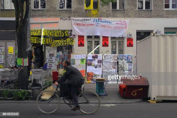 Der Besitzer des AntifaGemischtwarenladen fuer Revolutionsbedarf in der Manteuffelstrasse 99 HansGorg Lindenau seit ca 30 Jahren hier im Kreuzberger...