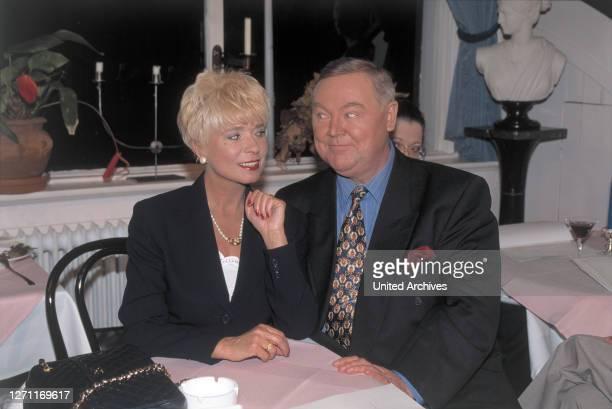 Der blonde Engel / Dietrich Haugk Gesucht wird diesmal eine Heiratsschwindlerin, eine intelligente Frau um die vierzig, über die man nichts Näheres...