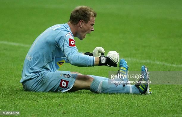 Der Borussia-Torwart Marc-Andre Ter Stegen freut sich nach dem gewonnenen Bundesliga Spiel zwischen dem FC Bayern Muenchen und Borussia...