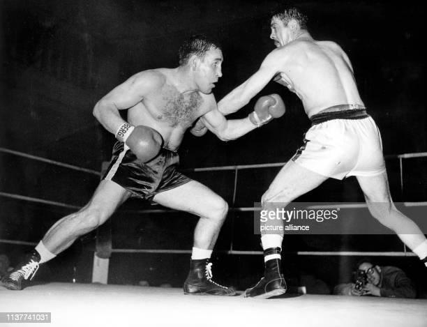 Der Bremer Halbschwergewichtler Franz Szüzina am 6 Mai 1960 in Hamburg im Kampf gegen den Franzosen Germinal Ballarin Szüzina gewann klar nach...