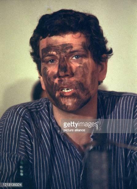Der Bundesforschungsminister Volker Hauff mit einem von Kohle geschwärzten Gesicht nach einer Grubenfahrt, Aufnahme von 1978. Der studierte Volkswirt...