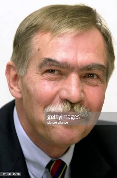 Der CDU-Politiker Jochen Riebel wird am 8.9.2000 in Wiesbaden als neuer Leiter der hessischen Staatskanzlei vorgestellt. Der hessische...