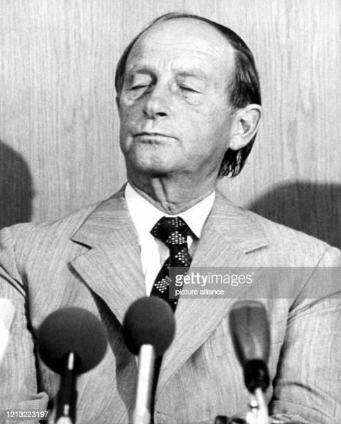 Der CDU-Politiker und baden-württembergische Ministerpräsident Dr. Hans Filbinger gibt am 7. August 1978 seinen Rücktritt bekannt und zieht damit die...