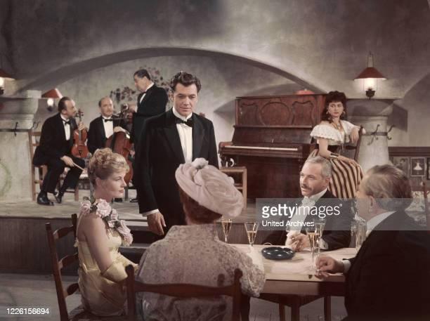 Der CzardasKönig / BRD 1958 / Harald Philipp Filmszene mit SABINE BETHMANN GERHARD RIEDMANN aus ' Der CzardasKönig ' 1958