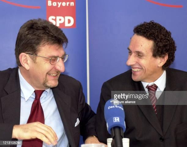 Der designierte Berliner Kulturstaatsminister Julian NidaRümelin und der SPDLandeschef von Bayern Wolfgang Hoderlein geben am auf einer...
