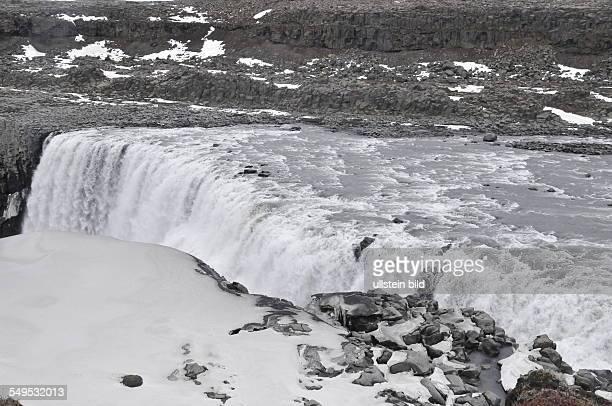 Der DettifossWasserfall im Norden Islands stürzt von einer hundert Meter breiten Felswand 44 Meter tief in eine Schlucht aufgenommen am 22 Mai 2012