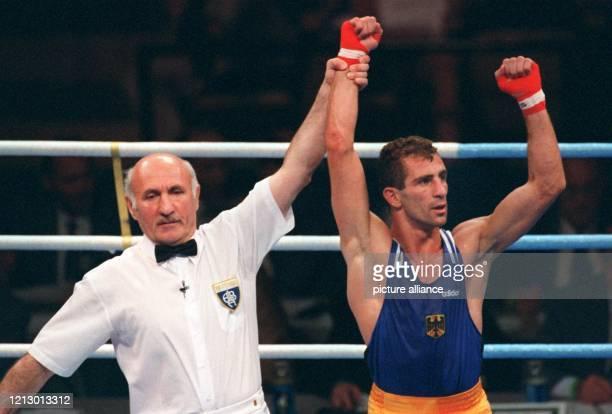 Der deutsche Boxer Oktay Urkal wird am Freitag abend im Alexander Memorial Coliseum vom Schiedsrichter Boris Tschiraschwili zum Sieger erklärt Der...