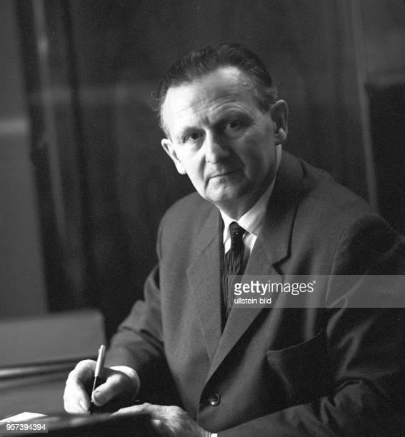Der deutsche Erfinder und Ingenieur Heinrich Mauersberger aufgenommen im Januar 1967 Mauersberger entwickelte in der sächsischen Textilregion...