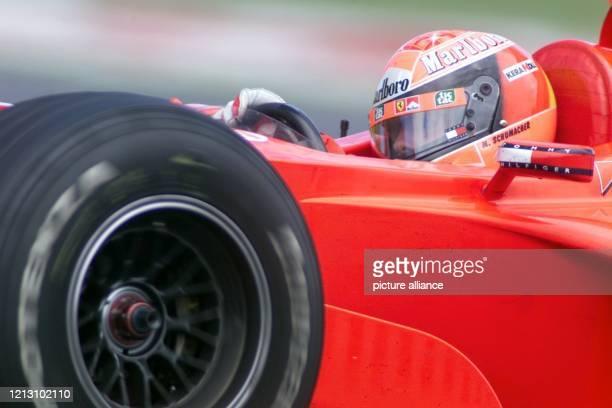 Der deutsche Ferrari Formel-1-Pilot Michael Schumacher lenkt am im Qualifikationstraining auf dem Circuit Gilles Villeneuve in Montreal seinen...