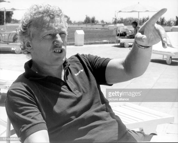 Der deutsche Fußballtrainer Karl-Heinz Feldkamp, aufgenommen am in Marbella. Beim laufenden WM-Turnier in Spanien ist Feldkampf nur interessierter...